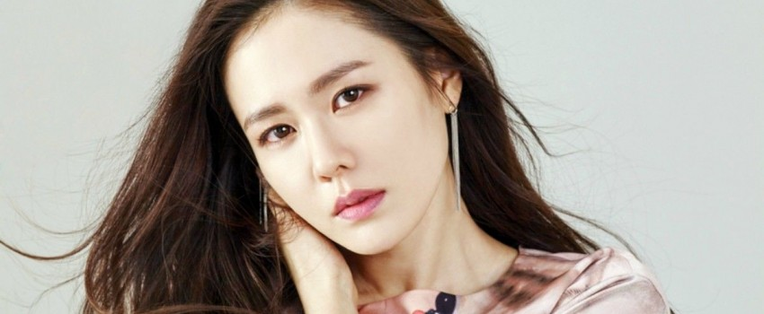 9 Potret Menawan Son Ye Jin, Sosok Noona dalam KDrama 'Something In The Rain'