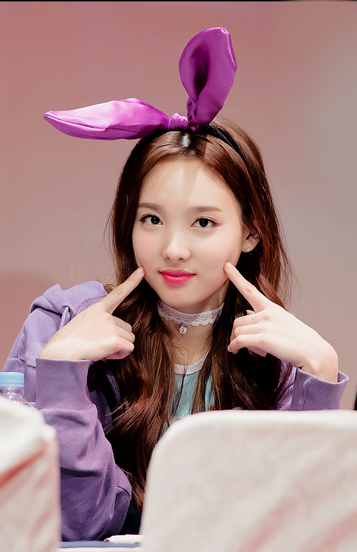 11 Gaya Fashion Traveling Ala Artis Korea Nayeon TWICE, Bisa Dicontek Nih!