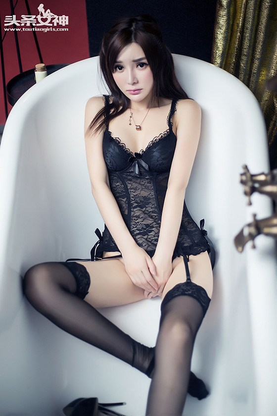 Han Zi Xuan – Sexy Photo Shoots