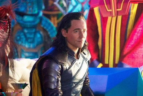 Tom Hiddleston Pernah Dipukul Betulan oleh Chris Hemsworth